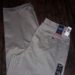 Mens sz 42/30 IZOD khaki dress pants NWT